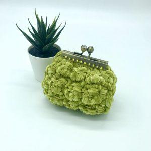Monedero de crochet verde. kaykai