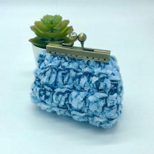 Monedero de crochet azul. kaykai
