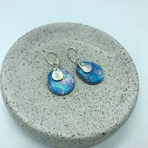 Pendientes ovalados azules diseño de kaykai