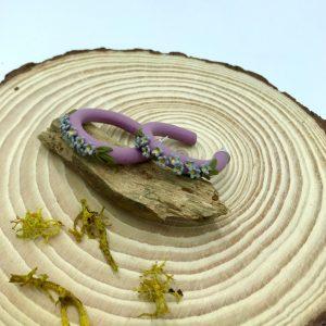 Pendientes de aros y flores. kaykai