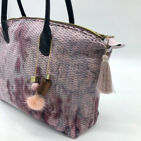 Bolso artesanal con asas de mano y con cierre de cremallera modelo Cora, diseñado por kaykai
