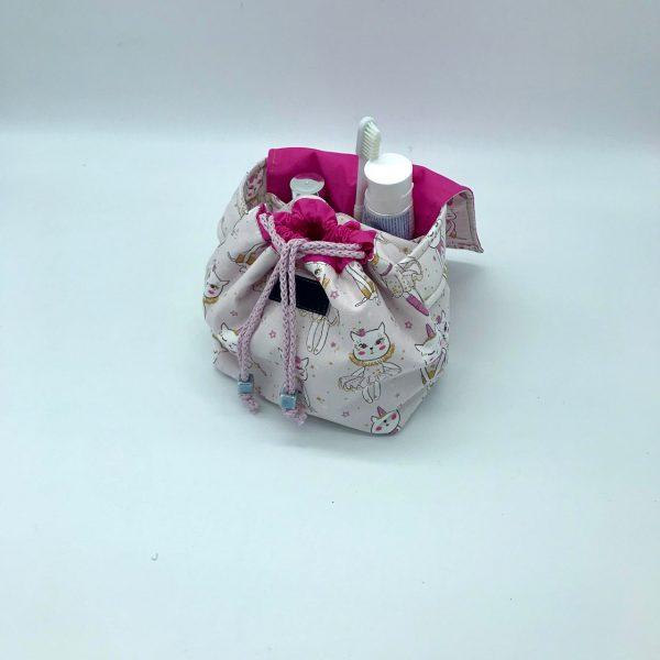 Neceser de tela con estampado en tonos rosa modelo Tapi hecho por kaykai