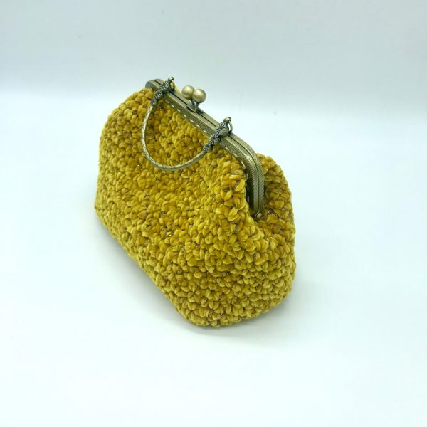 Bolso de crochet color mostaza con asa de mano estilo vintage. Modelo Susy, hecho por kaykai