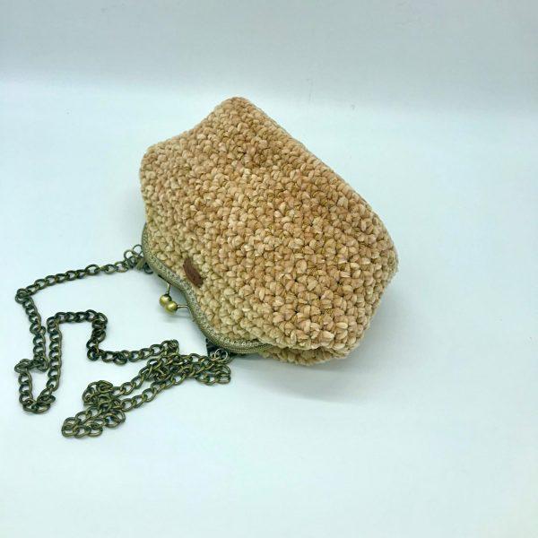 Bolso beige de crochet estilo vintage con cierre de boquilla modelo Vera hecho a mano y diseñado por kaykai