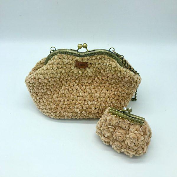 Bolso beige de crochet con cierre de boquilla modelo Vera hecho por kaykai